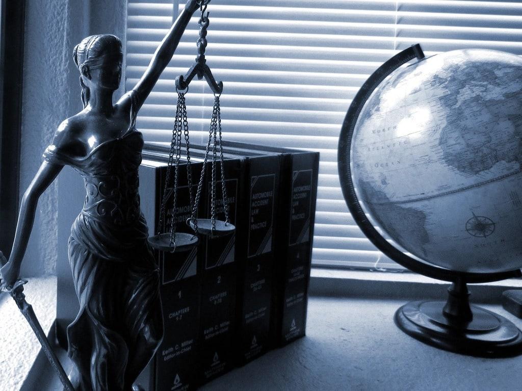 En quoi consiste et comment devenir avocat